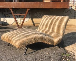 Fury wave chaise