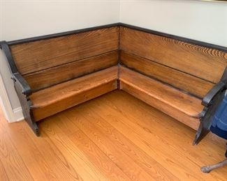 124. Corner Antique Oak Church Bench (52'' x 52'' x 17'' x 31'')