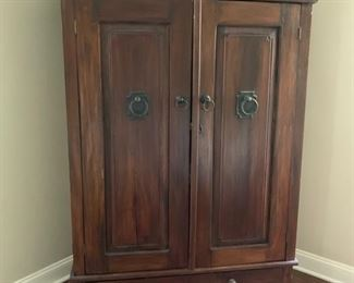 135. 2 Door 1 Drawer Armoire (46'' x 28'' x 71'')