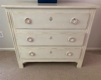 152. 3 Drawer White Chest (44'' x 21'' x 40'')