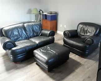Nice black leather set!