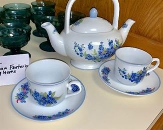 Double teapot with 2 cups and saucers