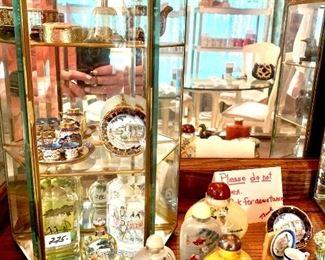 Miniatures, snuff bottles, love most boxes, cloisonné miniatures,