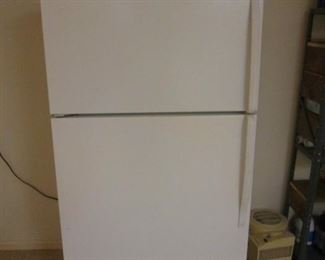 Whirlpool Refrigerator/Freezer, Clean & Working