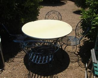 Patio Table/4-Chairs (Metal)