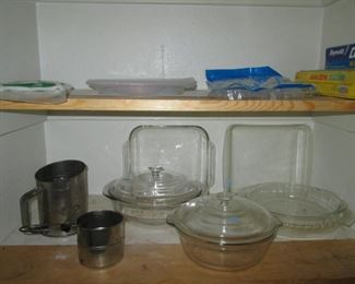 Pyrex Covered & Uncovered Casseroles & Pie Pans
