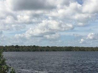 spectacular view of the St Johns River  from the seawall on the property