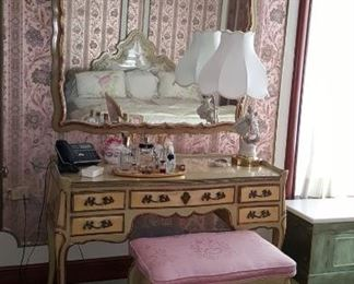 Vanity & Bench with Mirror