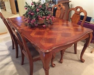 Dining table and 4 chairs 69x42 with an 18 inch leaf