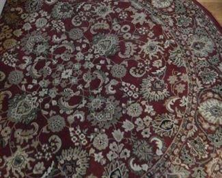 Round rug with pretty pattern.