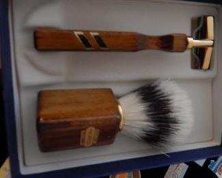 Men's shaving kit. Like new.