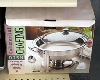 Commercial Chafing Dish Assortment Including Stainless Steel Pans, Baskets, Fuel and Round 4-Qt. Dish in Box