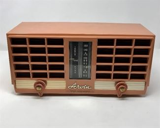 Vintage Arvin Radio   https://ctbids.com/#!/description/share/164779