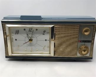 Vintage Bulova 400 Alarm Clock Radio https://ctbids.com/#!/description/share/164781