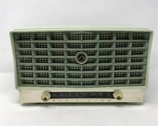 Vintage RCA Victor Model 6-XD-5 Radio https://ctbids.com/#!/description/share/164783