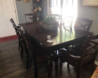 House 1: Kitchen table with leaf, eight chairs and table cover