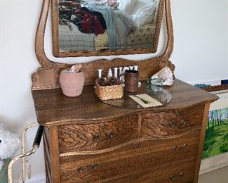 Antique lady's dresser w/mirror