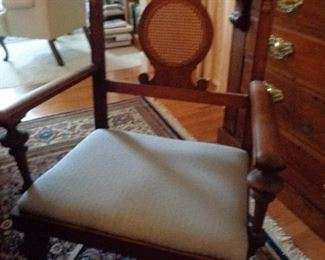 closeup of dining room chair, includes table, 3 leaves, 6 chairs. Nice vintage piece