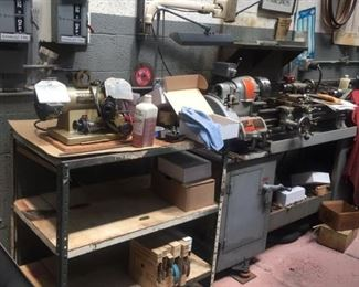 South Bend Lathe WORKS PERFECTLY.  Many ACCESSORIES. Darex drill sharpener. Awesome vintage tools and interesting artifacts and oddities. 🧰