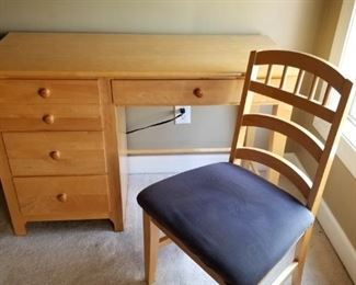 Great desk & chair for a small space or students room!