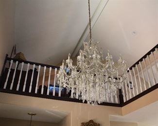 Large Chrystal chandelier Entry