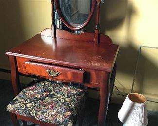 ladies vanity/desk w/ stool