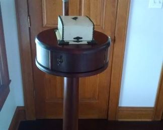 ******RARE**** TURN-OF-CENTURY WOODEN BARBER SHAVING STAND W/ ORIGINAL MIRROR....WE HAVE THE **ORIGINAL** SHAVING KIT TOO!!