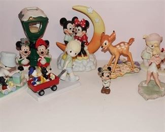 68. Lot of 8 Figurines featuring Disney Characters