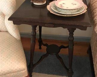 Antique End Table $ 88.00