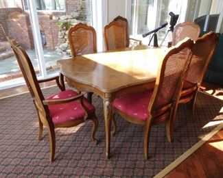 Thomasville Table and Chairs w/2 Leaves