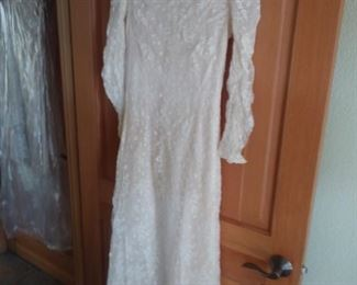 1909 wedding dress made of Mechlin lace. Complete provenance of history and owners, and where purchased.