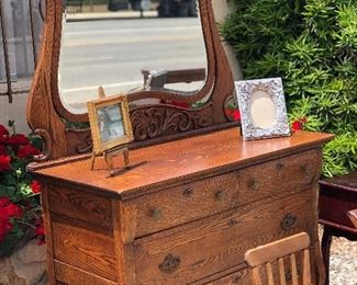Antique Oak chest of drawers with engraved mirror