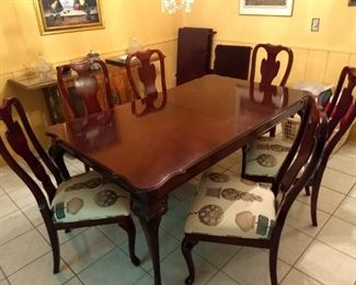 Drexel Cherry dining table with 6 chairs two leaves and table pads $425