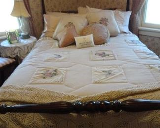NICE ANTIQUE POLE BED
