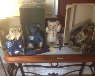 Four Steiff bears with certificates of authenticity and boxes.