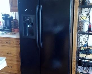 GE black side by side GSH25JFXB BB refrigerator