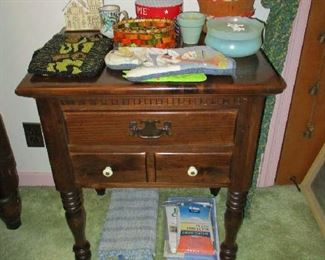 Pine nightstand and household