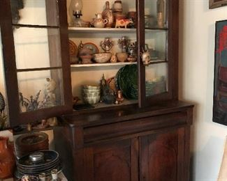 nice primitive 2pc hutch with glass front filled with pottery & folk art