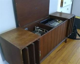 Mid Century Modern Hi-Fi. Record player, radio. Sounds nice and warm! Going Cheap