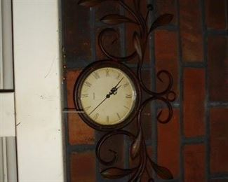 Mantle vine clock