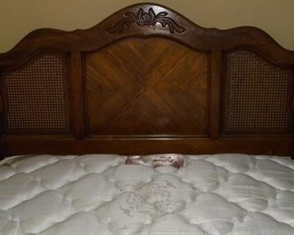 Queen bed w/pillow top mattress