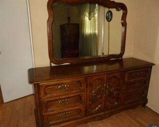 Matching dresser w/mirror & 9 drawers
