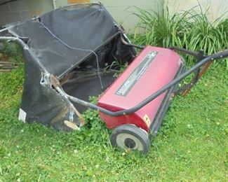 Craftsman lawn sweeper w/bag