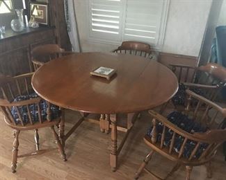 Maple Dining Table w/6 Chairs & 2 Leaves