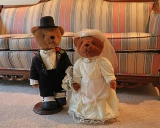 Bride and groom bears with fun details such as a pearl bracelet and earrings. $40