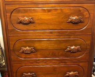Chest of drawers ~ one of a 4 piece bedroom set.