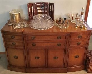 EXCELLENT QUALITY MADE VINTAGE CHINA HUTCH/SIDEBOARD