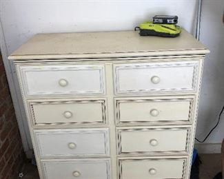Vintage chest of drawers. 8 drawers