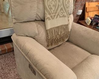 Lift chair in excellent condition