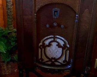 Antique Radio - Excellent Condition.